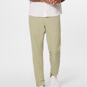 Lululemon Mens Pant Classic in Tofino Sand Size 32